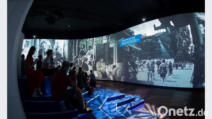 Technik Und Techno Multimedia Show über 90er Jahre In Berlin Onetz