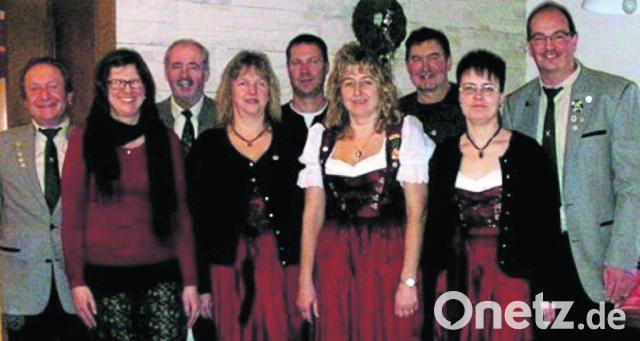 Jahreshauptversammlung Beim Schutzenverein Eichenlaub Grossenfalz Theo Luber Schon 70 Jahre Dabei Onetz