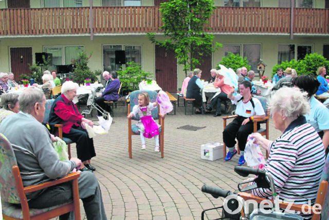 Wenn Die Bunten Fahnen Wehen Senioren Feiern Maifest Onetz