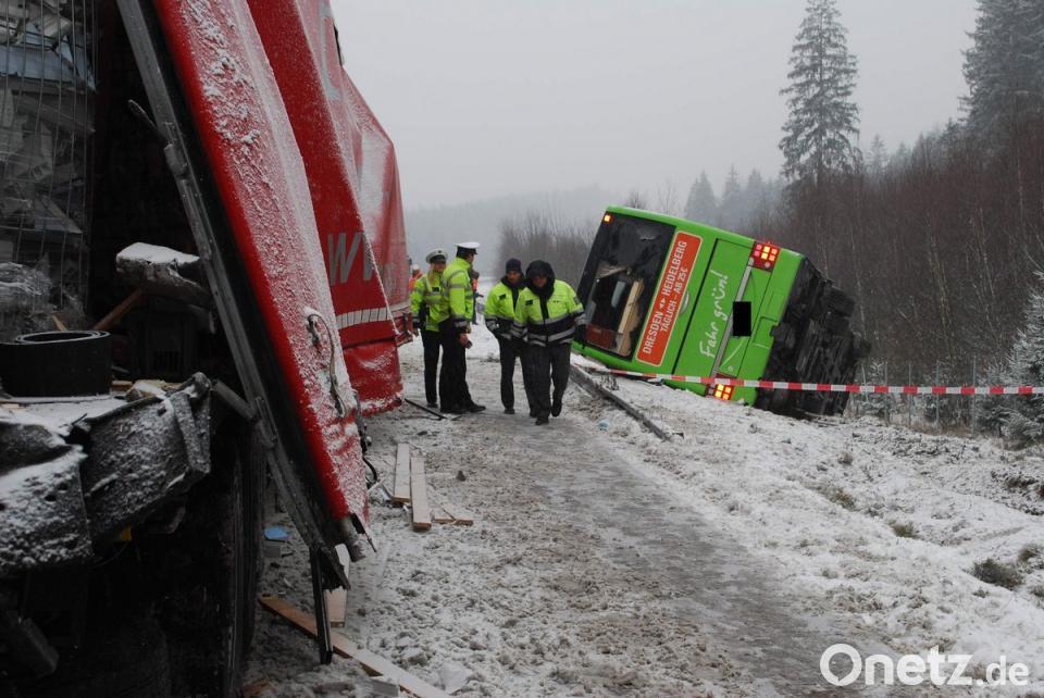 Deutscher Reisebus In Tschechien Verunglückt Onetz