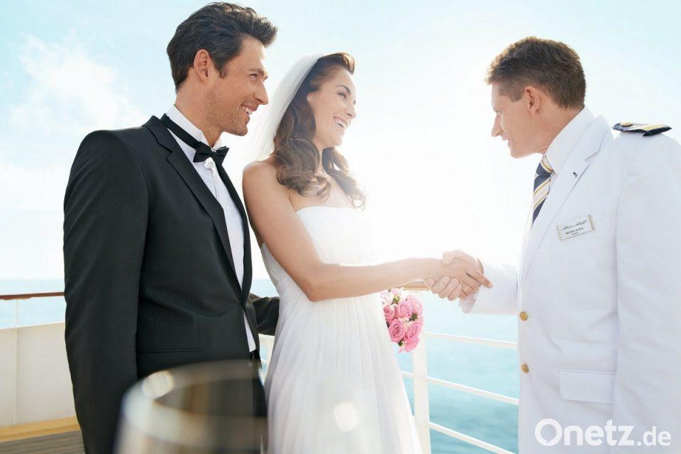 Atemberaubend Cruise Hochzeit Empfang Bilder - Brautkleider Ideen ...