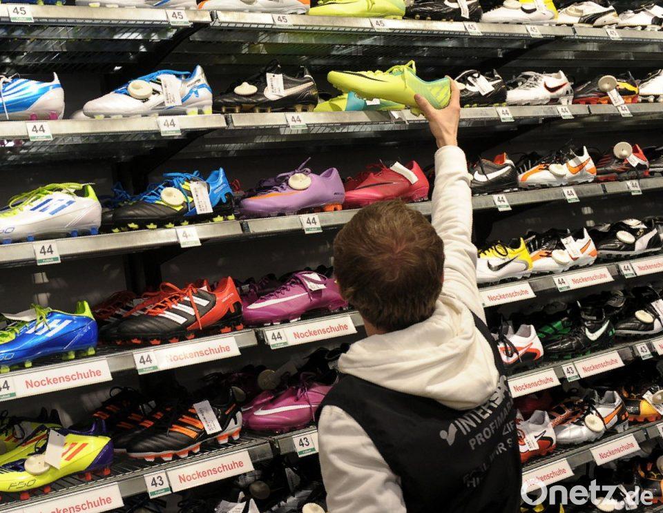 Adidas und Nike verärgern Fachhändler | Onetz