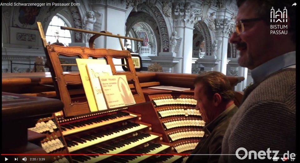 Arnold Schwarzenegger Spielt Auf Dom Orgel In Passau Onetz