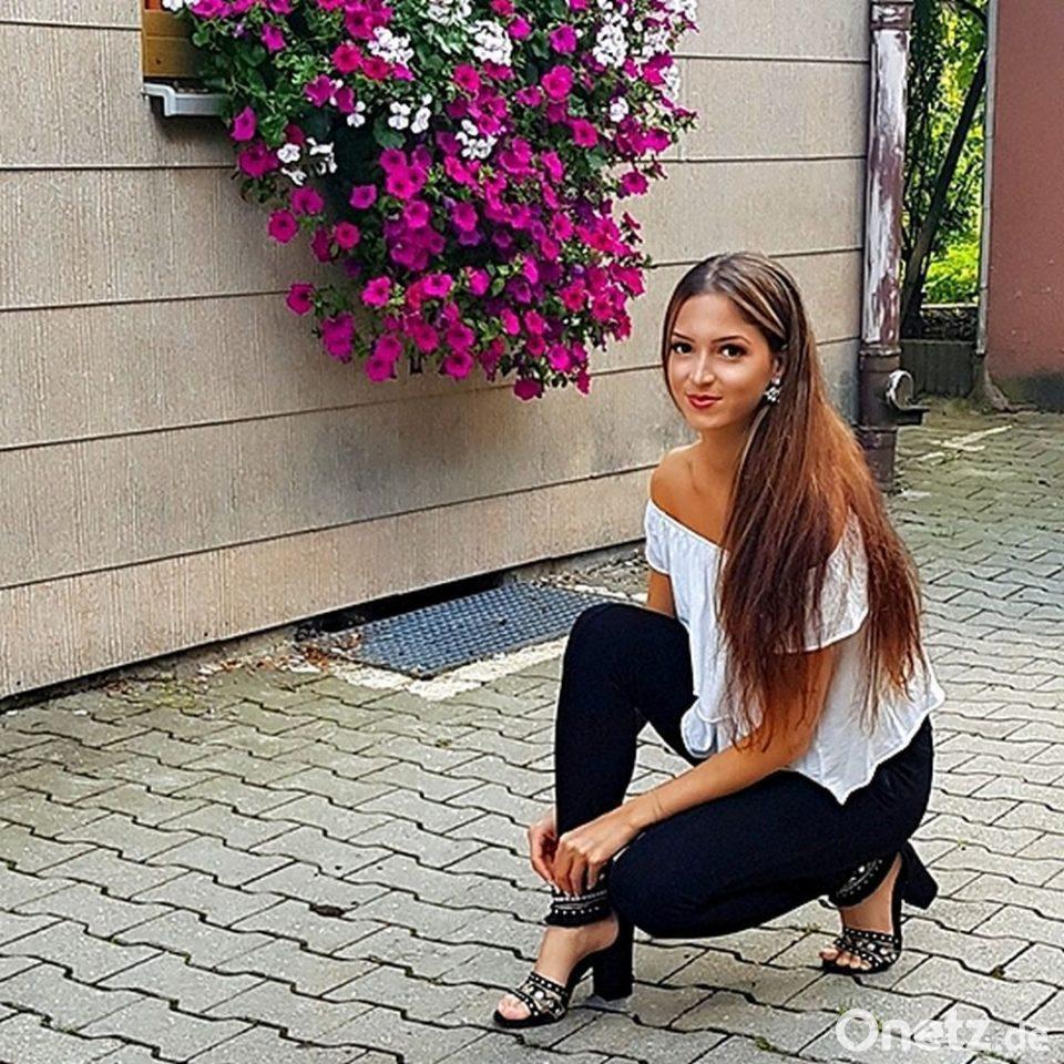 Hübsch türkin Eunice Turkin