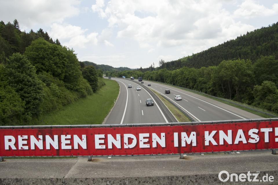 Angeklagte Fahrer bestreiten illegale Autorennen vor Gericht | Onetz