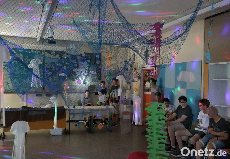 Statt Ockergelb, Meeresblau: Der Kunstsaal Erstrahlt Dank Des Unter Wasser Projekts  In Neuem Glanz. Walgesänge Auf CD Und Stimmungsvolles Lich Laden Zum ...