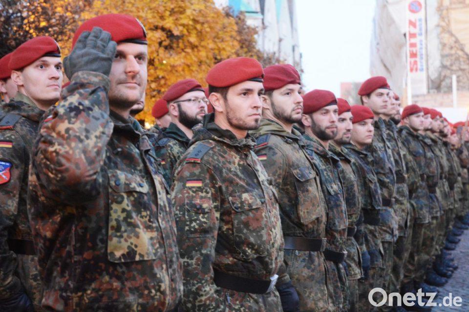 Stadt Weiden begrüßt Soldaten nach Kosovo-Einsatz | Onetz