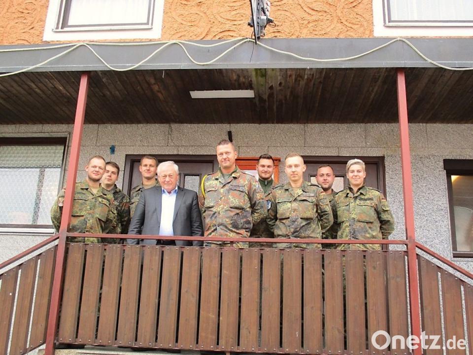 Soldaten mit Sammelbüchsen | Onetz