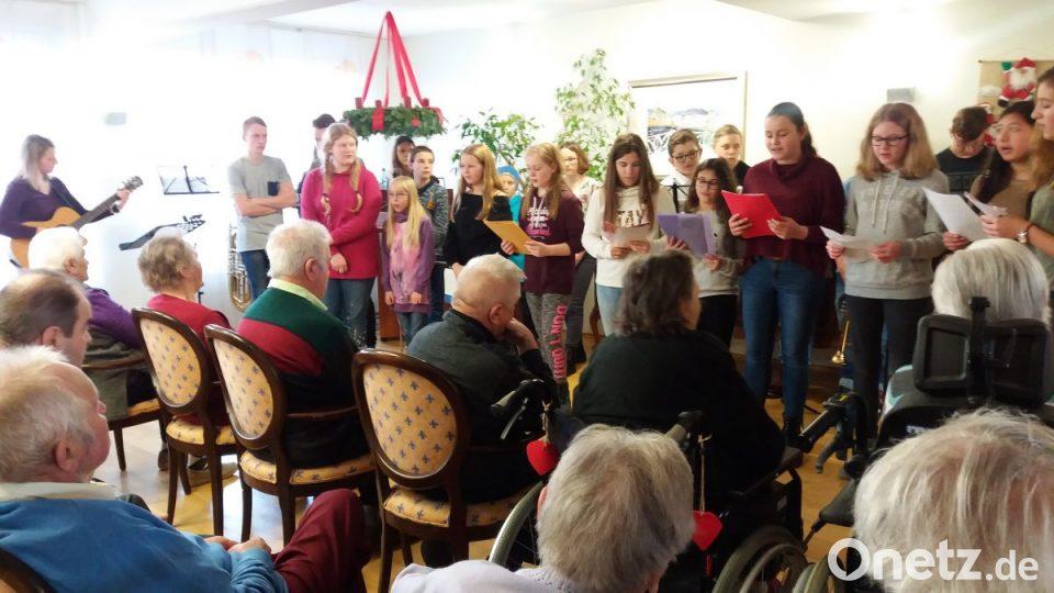 Weihnachtslieder Bäckerei.Realschüler Singen Für Senioren Weihnachtslieder Onetz