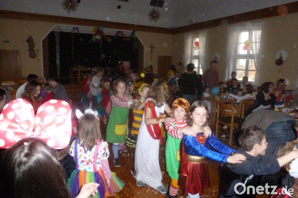 Partymusik und Pommes beim Kinderfasching in Bärnau  Onetz