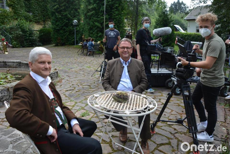 Musik Verbindet Vor Dem Schloss Blaskapelle Ernestgrun Erstmals Im Fernsehen Onetz