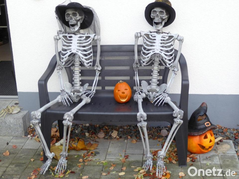 Zum Gruseln In Einem Garten In Pirk Spuken Skelette Geister Und Halloween Kurbisse Onetz