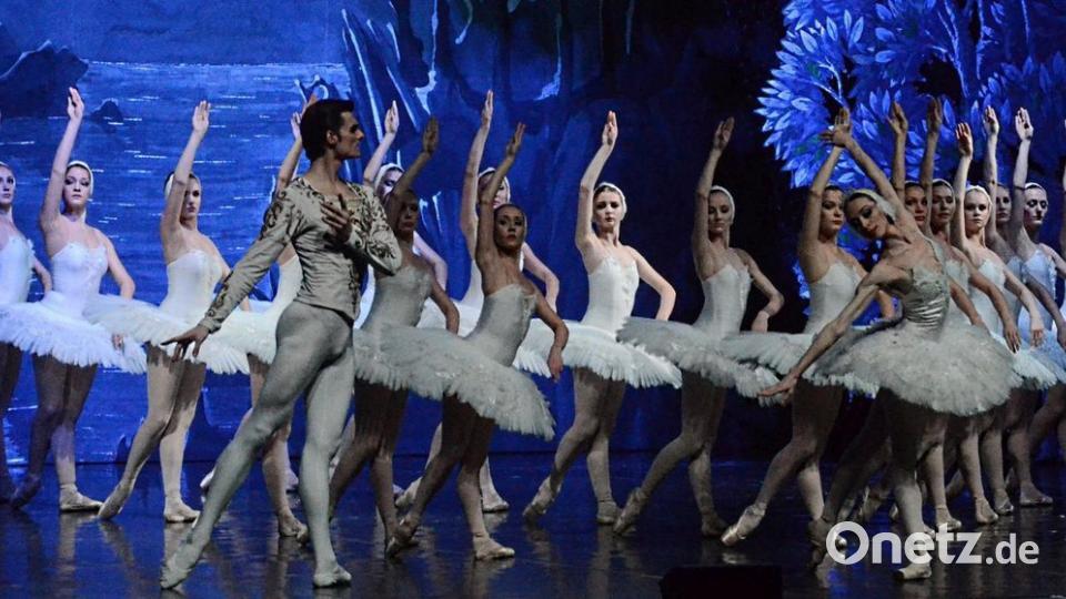 Brillanter Tanz Und Superheiße Dildospielerei
