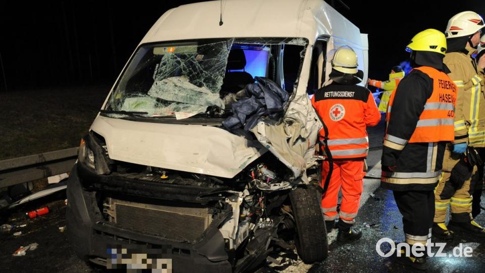 Fiat rammt Laster: Autobahn A 6 gesperrt
