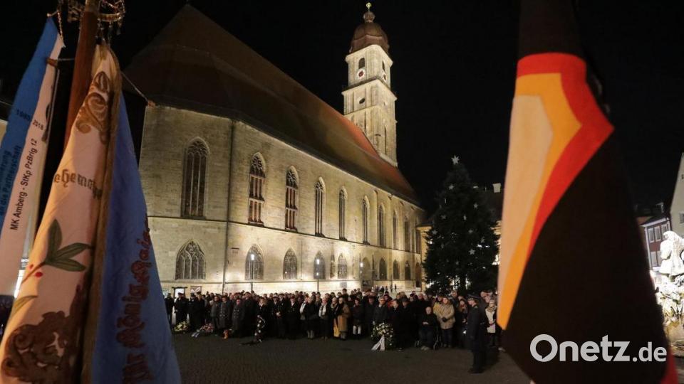 Volkstrauertag in Amberg: 250 Bürger gedenken Opfern von Gewaltherrschaft und Kriegen - Onetz.de