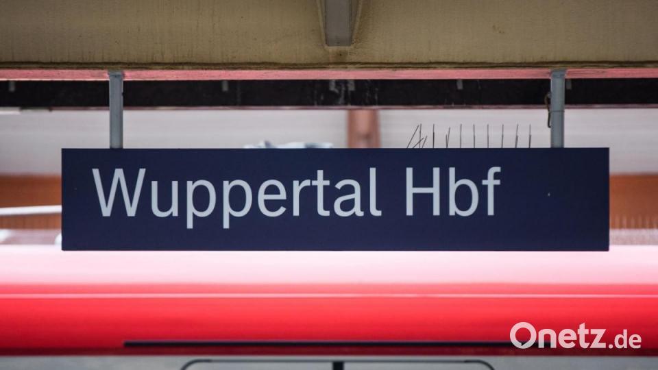 Fahrkartenkontrolle eskaliert: Fünf Bahnmitarbeiter verletzt