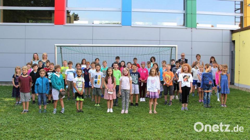 Neues Fußballtor für die Grundschule Niedermurach