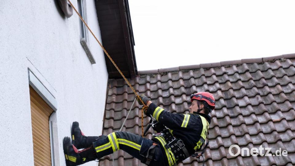 Feuerwehren aus dem Landkreis Schwandorf trainieren die Absturzsicherung