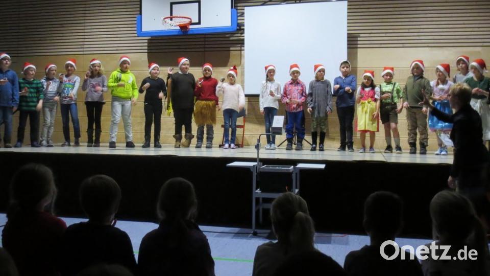 Grundschule Weihnachtsfeier.Alle Klassen Der Immenreuther Grundschule Gestalten Weihnachtsfeier